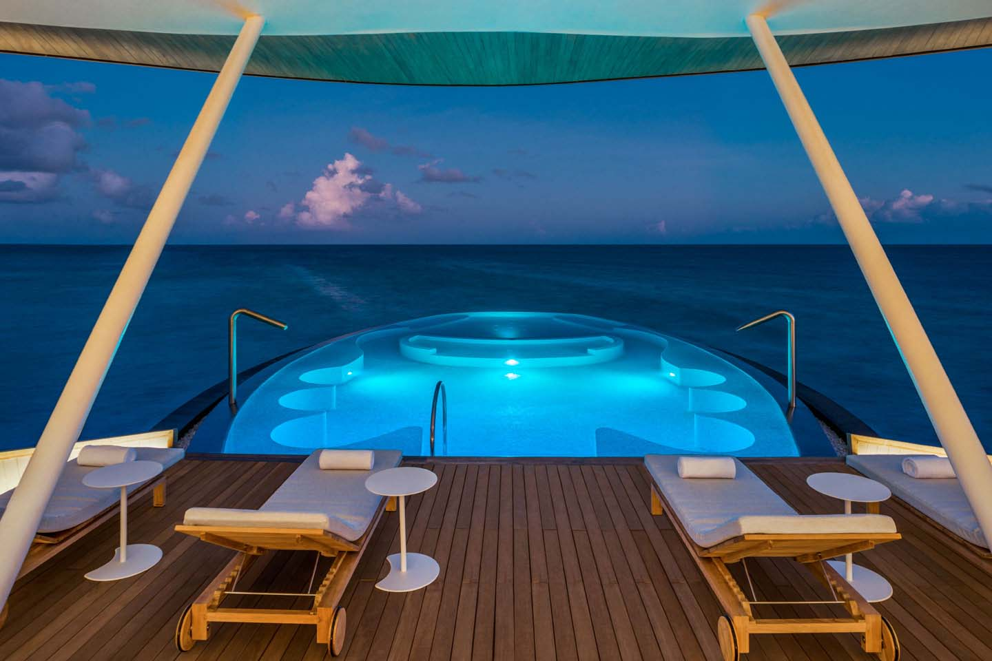 St. Regis Hotel Maldives, Pool